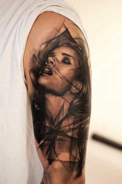 Schulter Frauen Tattoo von Tattoo Studio 73