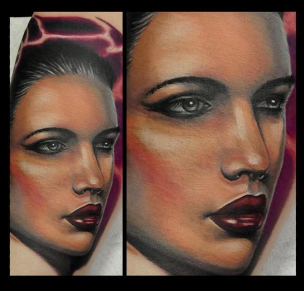Realistische Frauen Tattoo von Rock Tattoo