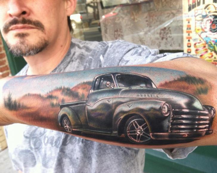 Arm Realistische Auto Tattoo von Johnny Smith Art