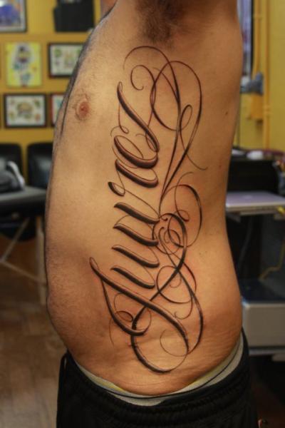 Tatuaje Lado Letras Fuentes por Secret Sidewalk