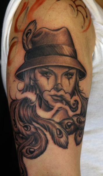 Tatuaje Payaso Mujer Sombrero Cigarro por Secret Sidewalk