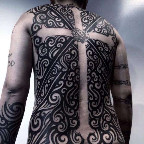 Rücken Crux Tattoo von Chopstick Tattoo