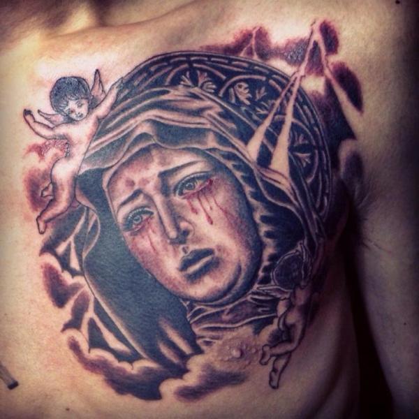 Tatuaje Pecho Religioso por Chopstick Tattoo