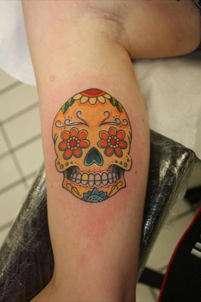 Tatuaje Brazo Cráneo Mexicano por Blancolo Tattoo