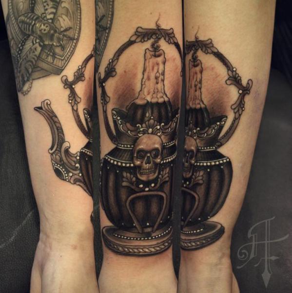 Arm Lampe Kerze Tattoo von Antony Tattoo