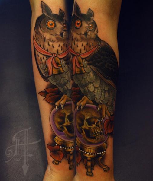Arm Totenkopf Eulen Tattoo von Antony Tattoo