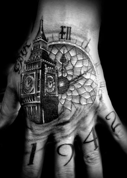 Tatouage Horloge Doigt Main Big Ben Par Westfall Tattoo