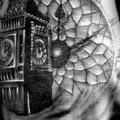 Uhr Finger Hand Big Ben tattoo von Westfall Tattoo