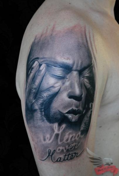 Schulter Porträt Realistische Tattoo von Black Ink Studio
