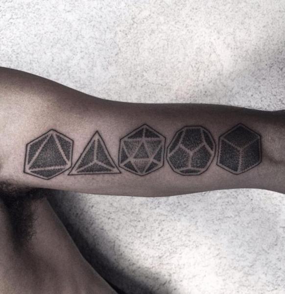 Tatuaje Brazo Geométrico por Corey Divine