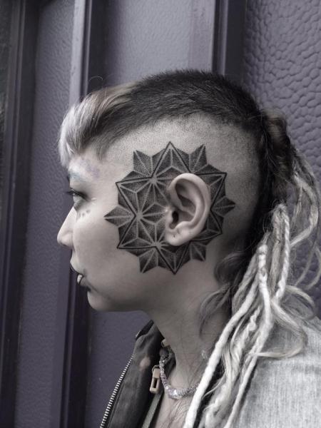 Kopf Dotwork Ohr Tattoo von Corey Divine