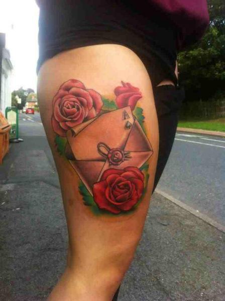 Tatuaje Flor Muslo Correo por Marked For Life