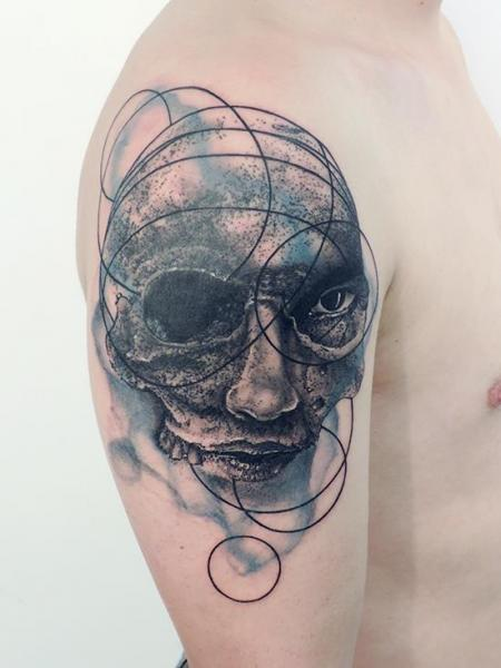 Shoulder Skull Tattoo by Toko Lören Tattoo