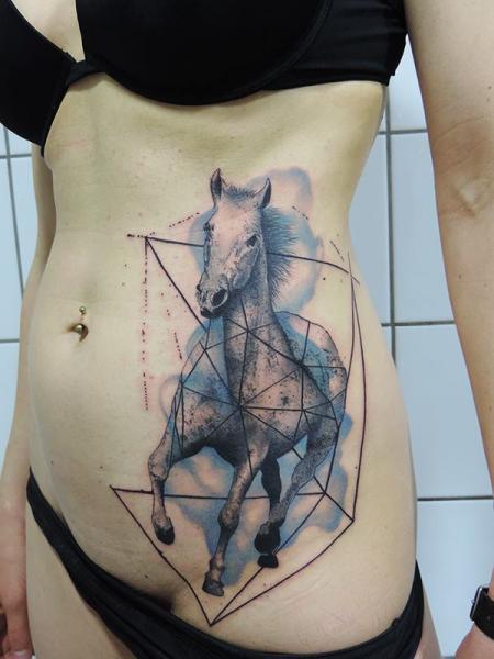 Tatuaggio Fianco Dotwork Cavalli di Toko Lören Tattoo