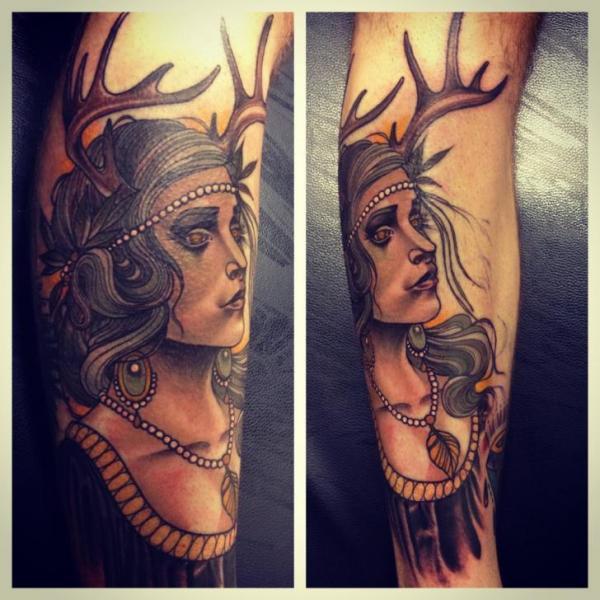 Arm Frauen Reh Tattoo von Underworld Tattoo Supplies