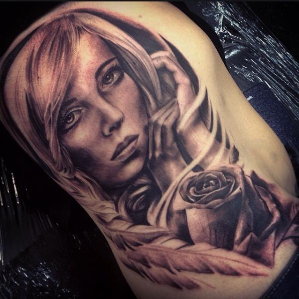 Tatuaje Realista Flor Mujer por Underworld Tattoo Supplies