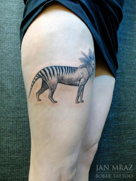 Tatuaggio Lupo Dotwork Coscia di Jan Mràz