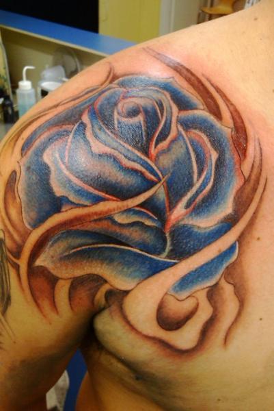 Tatuaje Hombro Flor Rosa por Body Line Tattoo
