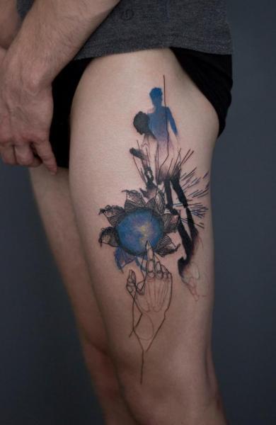 Oberschenkel Abstrakt Tattoo von Dead Romanoff Tattoo