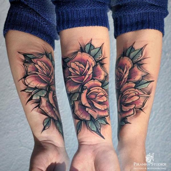Arm Blumen Tattoo von Piranha Tattoo Studio