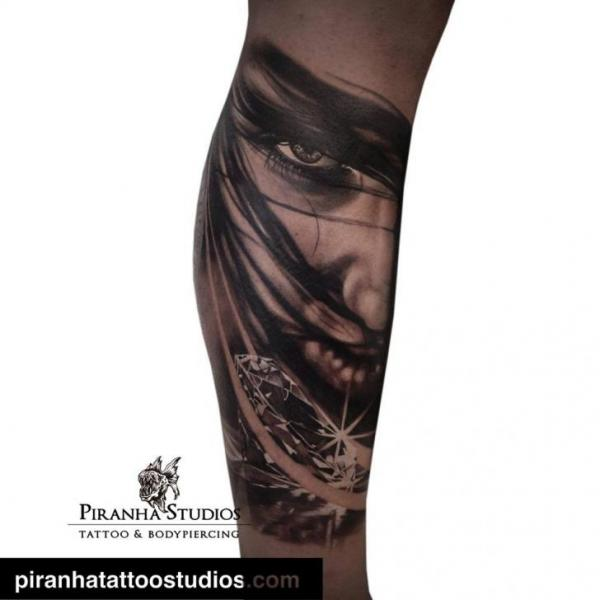 Arm Frauen Diamant Tattoo von Piranha Tattoo Studio