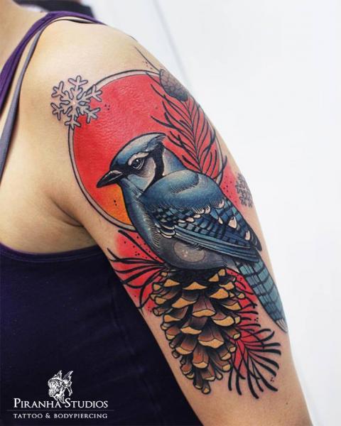 Tatuaje Hombro Realista Pájaro por Piranha Tattoo Studio