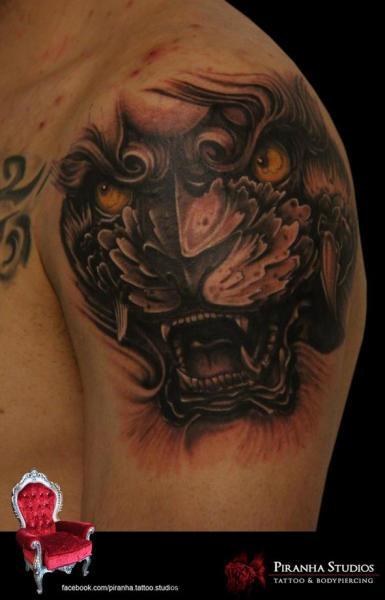 Schulter Tiger Tattoo von Piranha Tattoo Studio