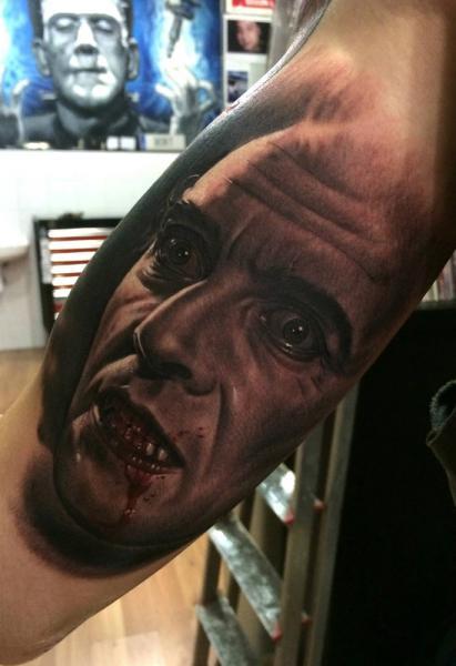 Tatuaje Brazo Fantasy Retrato Dracula por Fredy Tattoo