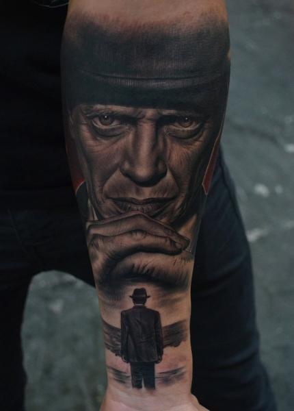 Tatuaje Brazo Retrato Realista Steve Buscemi por Fredy Tattoo