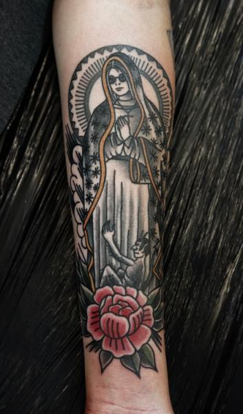 Arm Old School Religiös Tattoo von Philip Yarnell