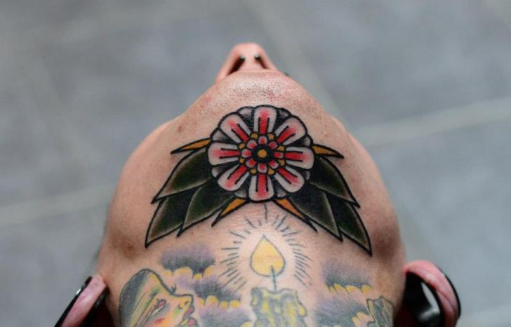 Tatuaggio Old School Fiore Mento di Philip Yarnell