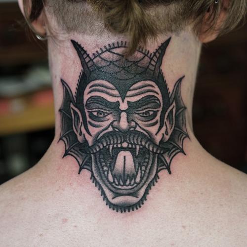 Tatuaje Old School Cuello Diablo por Philip Yarnell