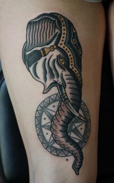 Old School Elefant Oberschenkel Tattoo von Philip Yarnell