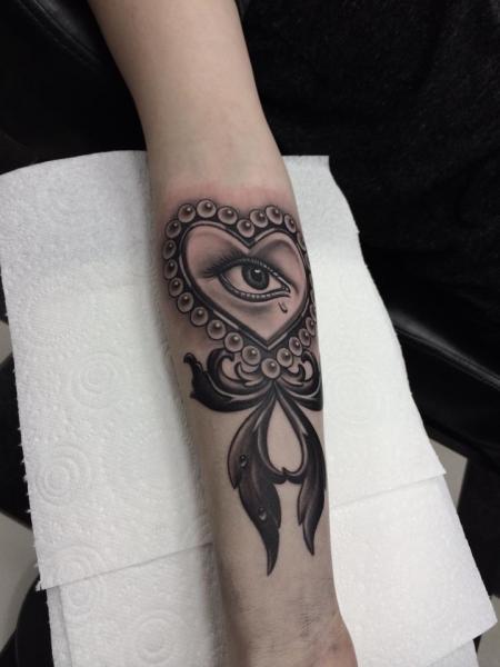 Arm Heart Eye Tattoo by Pete the Thief