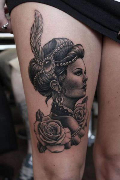 Porträt Blumen Frauen Oberschenkel Tattoo von Pete the Thief
