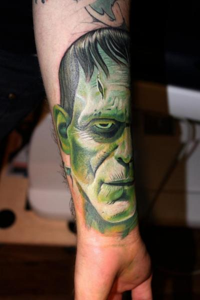 Arm Fantasie Frankenstein Tattoo von Electrographic Tattoo