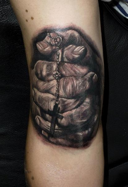 Arm Gebetshände Religiös Tattoo von Electrographic Tattoo