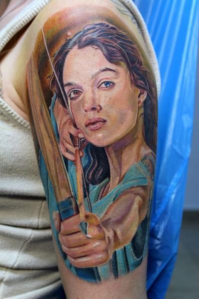 Schulter Realistische Frauen Bogen Tattoo von Electrographic Tattoo