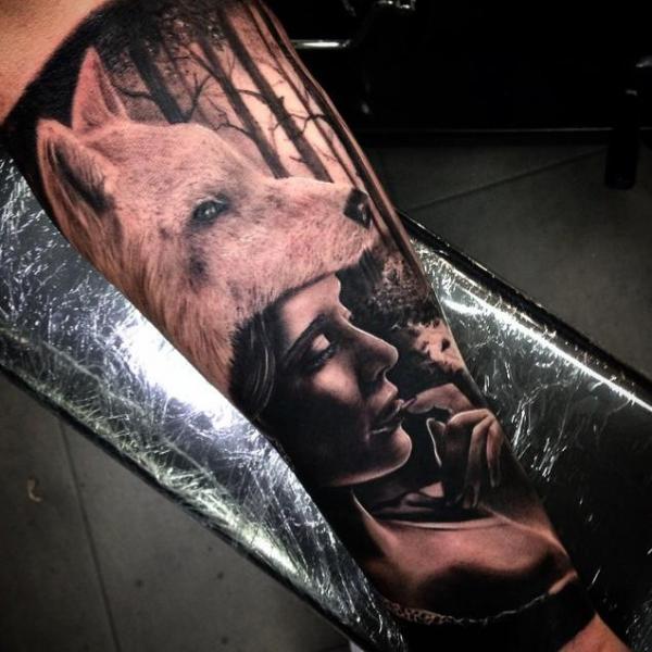 Arm Frauen Wolf Tattoo von Drew Apicture