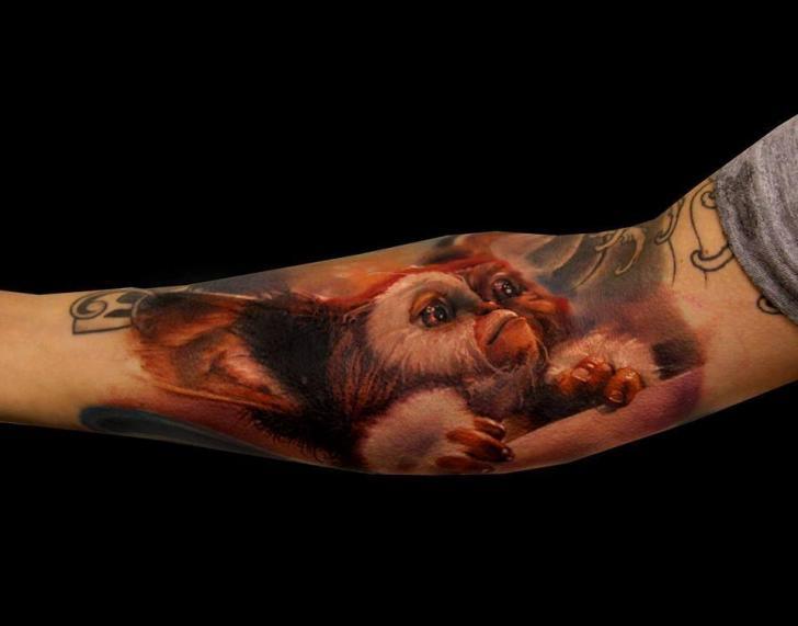 Arm Fantasie Gremlin Tattoo von Samuel Potuček Tattoo