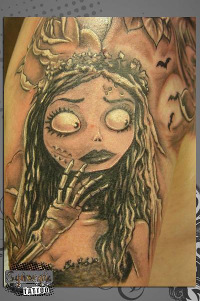 Schulter Fantasie Tim Burton Tattoo von Synergik Tattoo
