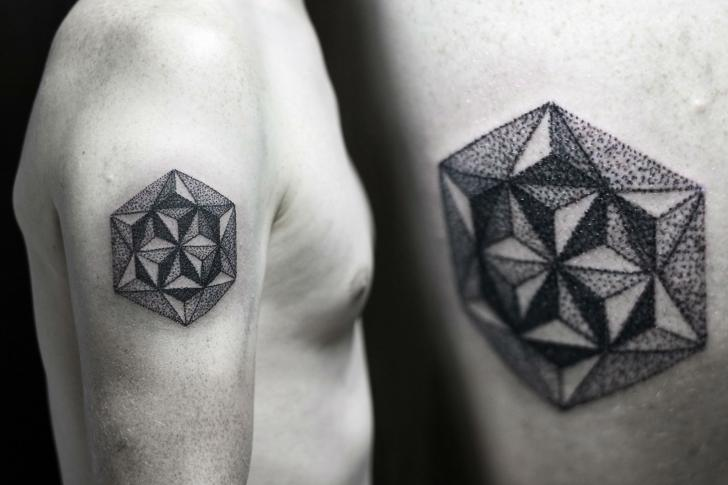 Tatuaggio Spalla Dotwork Geometrici di Rock n Ink Tattoo