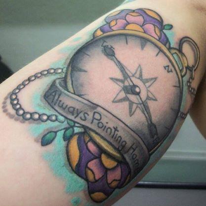 Tatuaje Brazo Brújula por Last Angels Tattoo