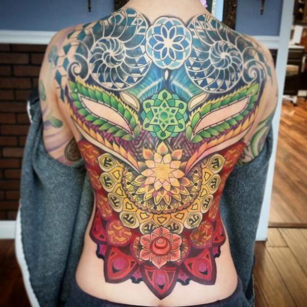 Tatuaje Espalda Geométrico Abstracto por Anthony Ortega
