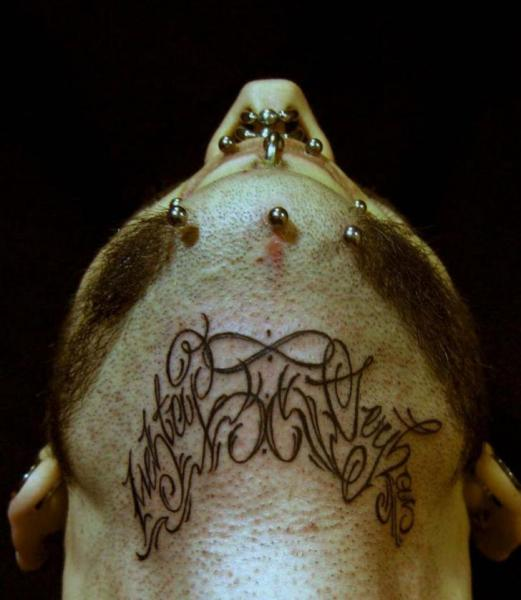Tatuaje Letras Cuello Por White Rabbit Tattoo