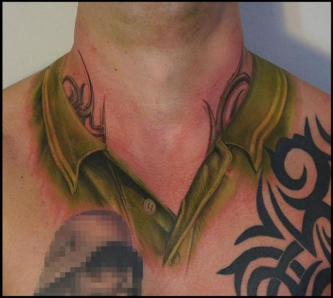 Realistische Nacken Hemd Tattoo von White Rabbit Tattoo