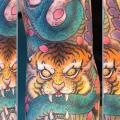 Schlangen Tiger tattoo von Dagger & Lark Tattoo
