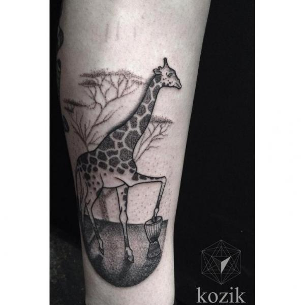 Arm Dotwork Giraffe Tattoo von Hidden Moon Tattoo