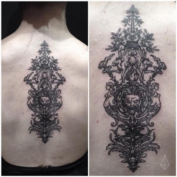 Tatuaje Espalda Dotwork Decoración por Hidden Moon Tattoo