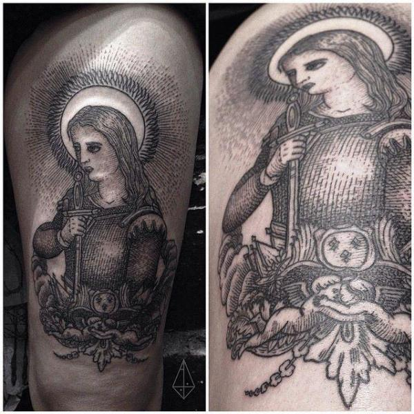 Schulter Krieger Dotwork Tattoo von Hidden Moon Tattoo